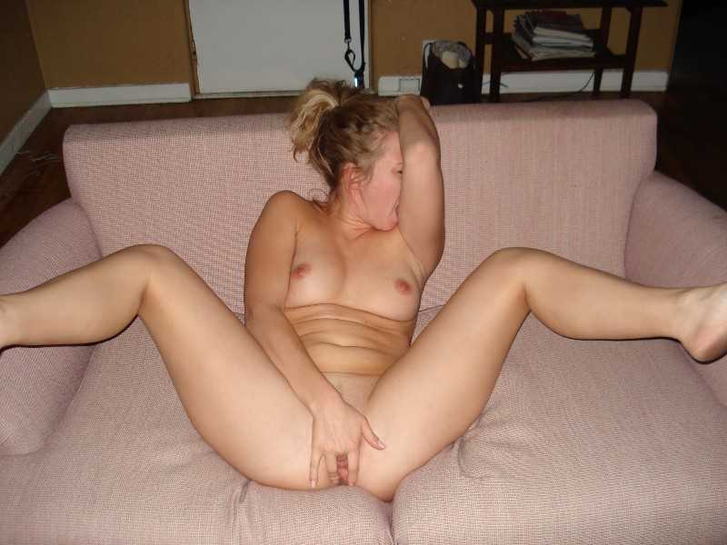 naked woman having orgasme