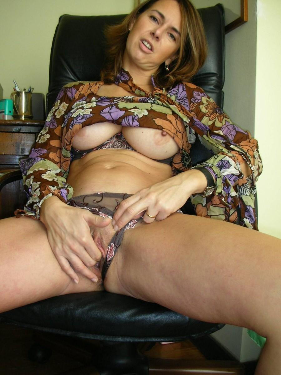 Hot milf on the ground fingering
